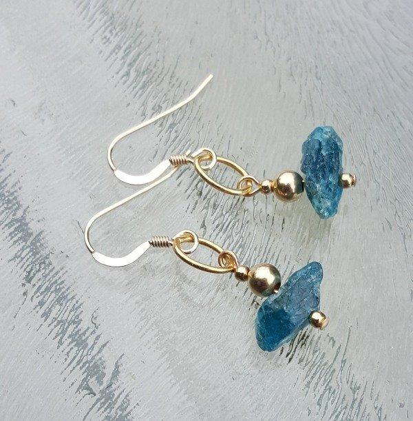 gouden oorbellen met apatiet